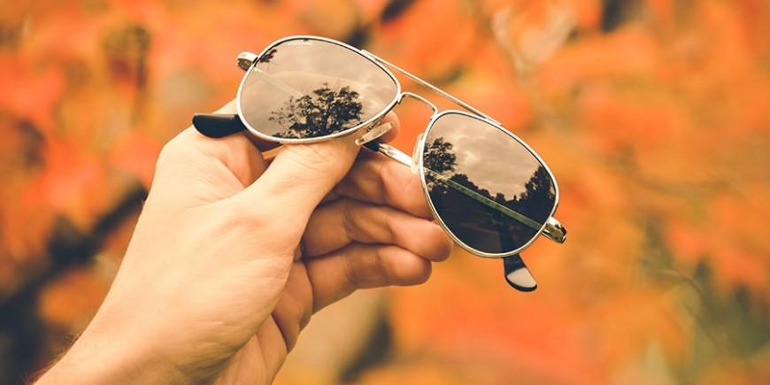 Нужны ли солнцезащитные очки осенью